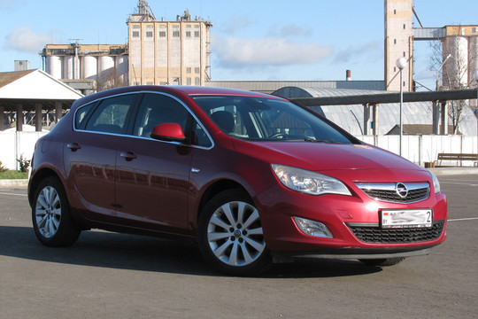 Opel-Astra J Cosmo, 2010 г.в, 1.6Б, АКПП